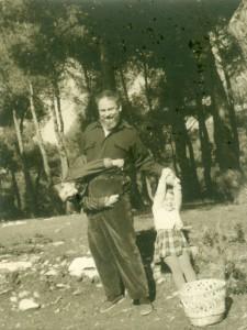 Alexander Eliot with his children in Greece